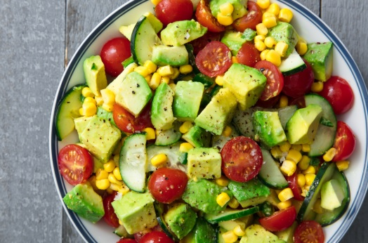 Letnja salata sa avokadom i paradajzom