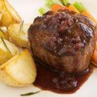 Carne de vita la cuptor cu sos de vin rosu