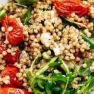 Salata din boabe de sorg si rucola