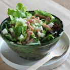 Salata de pui cu broccoli si sfecla si sos pesto