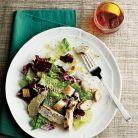 Cina de 400 de calorii: salata verde cu pui si crutoane