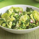 Salata verde cu mazare, masline si patrunjel