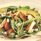 Idee de pranz: salata cu spanac, avocado si piept de curcan