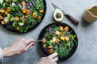 Sa ne imbunatatim digestia si sa slabim cu 3 salate cu enzime