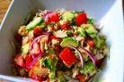 Cea mai sanatoasa si consistenta salata de avocado pe care o poti prepara