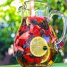 Sangria de vara, cu fructe de padure