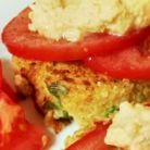 Chiftele de quinoa cu humus