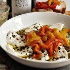 Salata de ardei rosu copt si mozarella