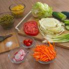 Salata de varza cu morcovi, mazare si porumb