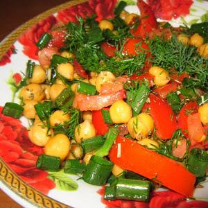 3 salate sub 400 de calorii pentru un pranz satios