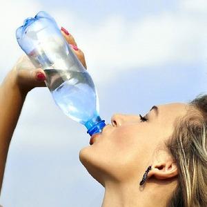 6 semne ca bei prea multa apa