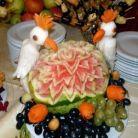 Doamna Carmen, sculptor autodidact in fructe si legume