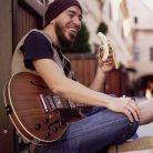 Cyfer, muzicianul care mananca aproape numai fructe