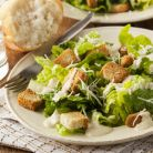 Pregateste-ti o salata delicioasa, ca-n sudul Frantei: Caesar Salad